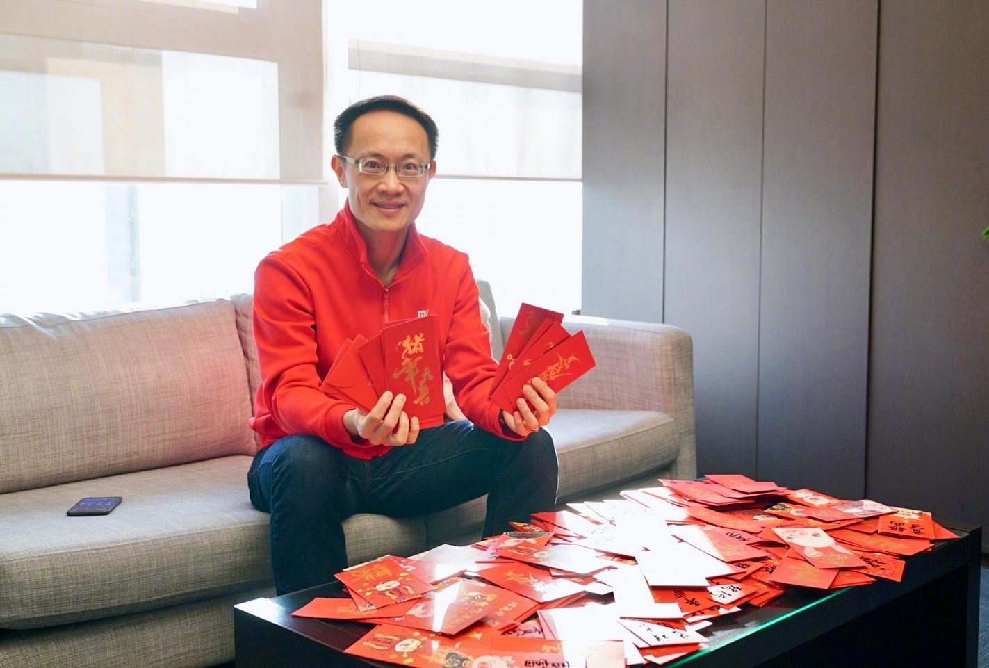 Lin Bin con sobres rojos xiaomi noticias