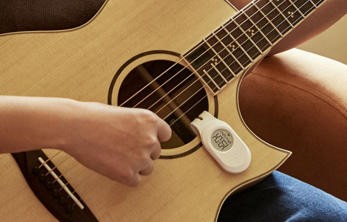 If you have a guitar, this gadget sold by Xiaomi is perfect for you