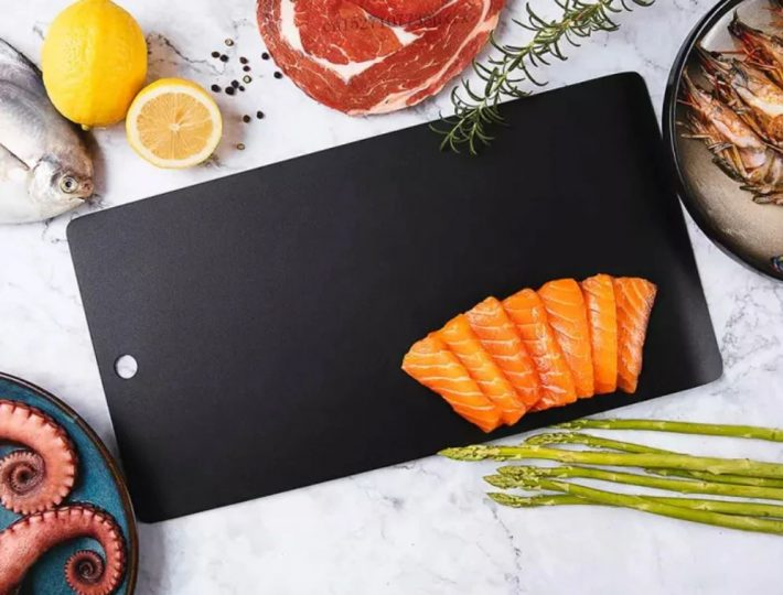 This table that Xiaomi sells accelerates the defrosting of meat and other foods. News Xiaomi