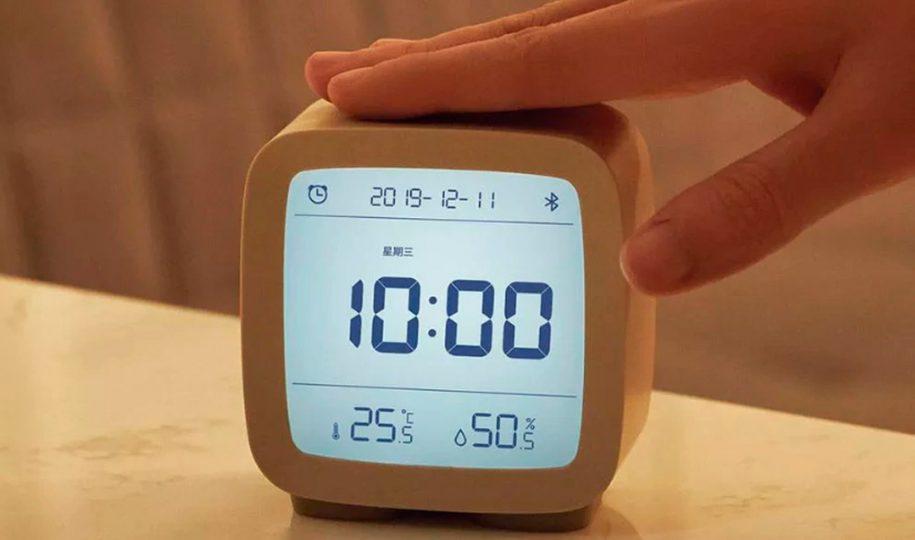 Reloj despertador para la mesita de noche